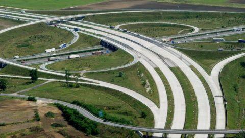 Gyál, 2010. augusztus 17. Az M0-ás körgyûrû és az M5-ös autópálya keresztezõdése Gyál határában. MTI Fotó: H. Szabó Sándor
