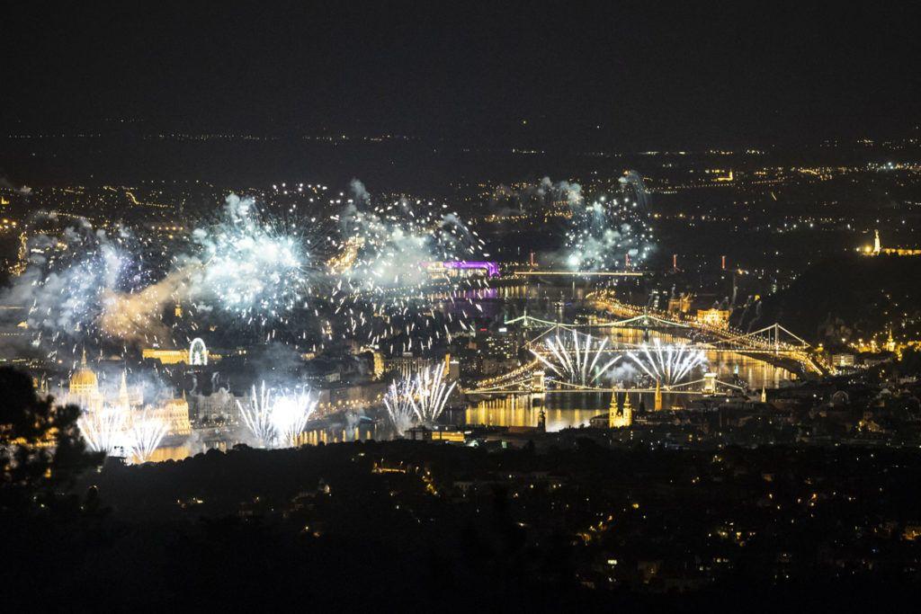 Budapest, 2018. augusztus 20.T??zijáték a Duna felett Budapesten a nemzeti ünnepen, 2018. augusztus 20-án.MTI Fotó: Mónus Márton
