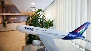 Budapest, 2012. február 4.Repülőgépmakett egy üres Malév irodában, a cégnek otthont adó Lurdy Házban. A légitársaság 66 évnyi, csaknem folyamatos működés után, 2012. február 3-án leállt.MTI Fotó: Mohai Balázs