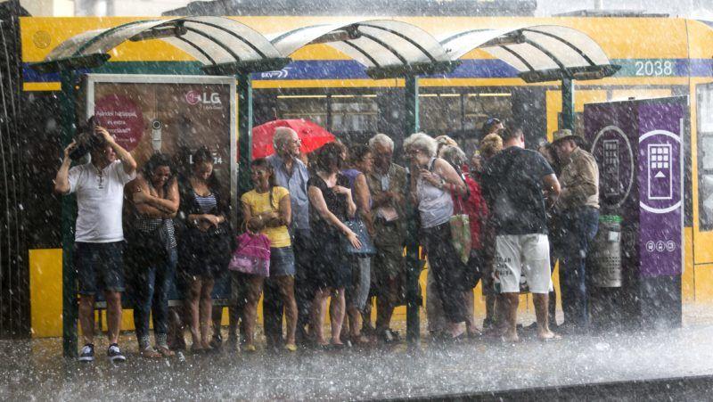 Budapest, 2015. június 9. Jégesõ és felhõszakadás Budapesten, a Szent István körúton, a Margit híd közelében 2015. június 9-én. MTI Fotó: Mohai Balázs