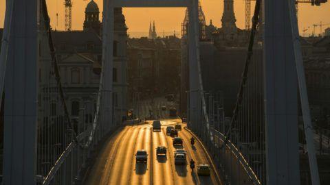 Budapest, 2018. május 29.Az Erzsébet híd napfelkeltekor 2018. május 29-én.MTI Fotó: Mohai Balázs