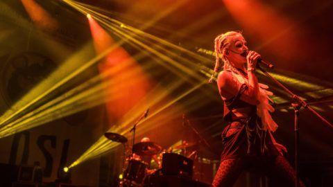 Tusnádfürdõ, 2017. július 21. Pásztor Anna énekes az Anna and the Barbies együttes koncertjén a 28. Bálványosi Nyári Szabadegyetem és Diáktáborban (Tusványos) az erdélyi Tusnádfürdõn 2017. július 20-án. MTI Fotó: Veres Nándor