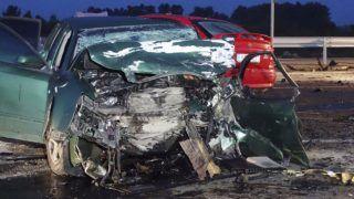 Cegléd, 2018. augusztus 31. Összeroncsolódott személyautók 2018. augusztus 31-én hajnalban a 4-es fõúton, Cegléd közelében, ahol eddig ismeretlen körülmények között három autó összeütközött. Három ember a helyszínen meghalt, többen megsérültek. MTI Fotó: Donka Ferenc