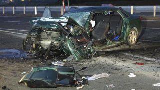 Cegléd, 2018. augusztus 31. Összeroncsolódott személyautó 2018. augusztus 31-én hajnalban a 4-es fõúton, Cegléd közelében, ahol eddig ismeretlen körülmények között három autó összeütközött. Három ember a helyszínen meghalt, többen megsérültek. MTI Fotó: Donka Ferenc