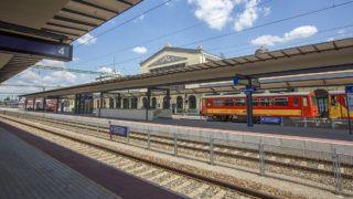 Békéscsaba, 2016. június 9.A felújított békéscsabai vasútállomás 2016. június 9-én. Felavatták a 34,95 milliárd forintos a békéscsabai vasúti beruházást, amellyel kétvágányú kapcsolatot teremtettek Békéscsaba és Budapest között.MTI Fotó: Rosta Tibor