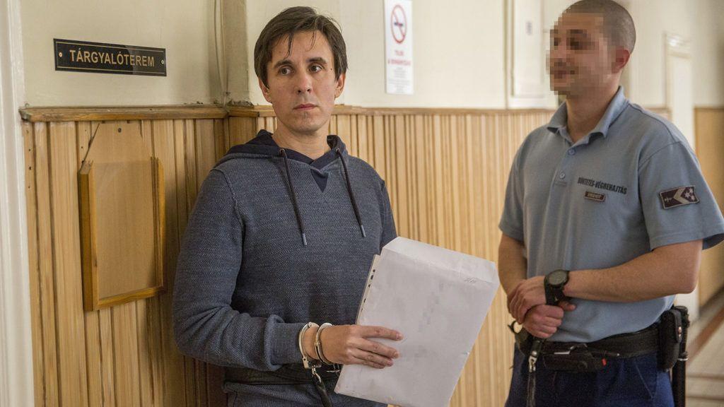 Szeged, 2018. április 4.Czeglédy Csaba (b) a Szegedi Járásbíróságon 2018. április 4-én. A Csongrád Megyei Főügyészség indítványozta előzetes letartóztatásának három hónappal történő meghosszabbítását. Czeglédy Csaba (Éljen Szombathely!-MSZP-DK-Együtt) szombathelyi önkormányzati képviselőt március 1-jén engedték ki a börtönből, miután képviselőjelölt lett, így megillette a mentelmi jog. Ezt azonban a Nemzeti Választási Bizottság március 2-án felfüggesztette, aznap este ismét őrizetbe vették, majd a bíróság harminc napra elrendelte előzetes letartóztatását.MTI Fotó: Rosta Tibor