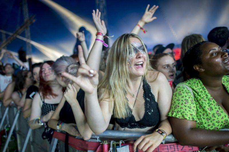 Budapest, 2018. augusztus 12. Közönség a brit Slaves punk rock együttes koncertjén a 26. Sziget fesztivál ötödik napján az óbudai Hajógyári-szigeten 2018. augusztus 12-én. MTI Fotó: Sóki Tamás