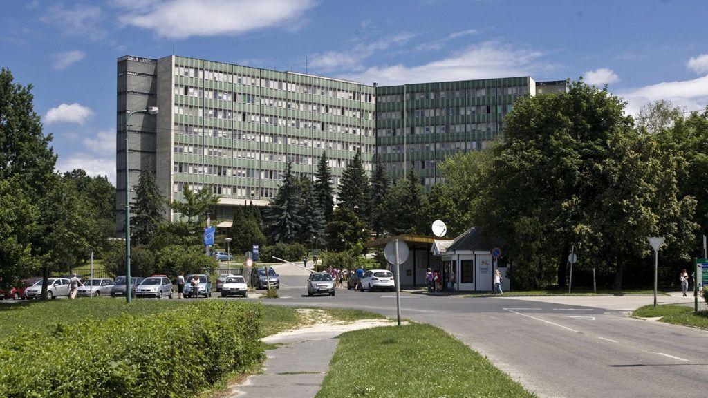 Ajka, 2010. június 28.A Magyar Imre Kórház főépülete a Veszprém megyei Ajkán.MTI Fotó: Szigetváry Zsolt