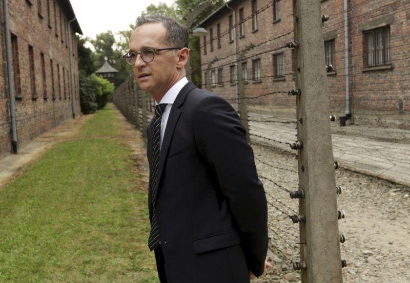 Oswiecim, 2018. augusztus 20. Heiko Maas német külügyminiszter az egykori auschwitz-birkenaui náci koncentrációs táborban a lengyelországi Oswiecimben 2018. augusztus 20-án. (MTI/AP/Jarek Praszkiewicz)