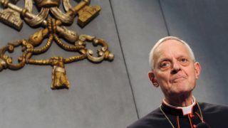 Vatikánváros, 2012. október 8. Donald Wuerl amerikai bíboros, Washington érseke a XIII. rendes püspöki szinódus elsõ ülése után a Vatikánvárosban tartott sajtóértekezleten 2012. október 8-án. (MTI/EPA/Ettore Ferrari)