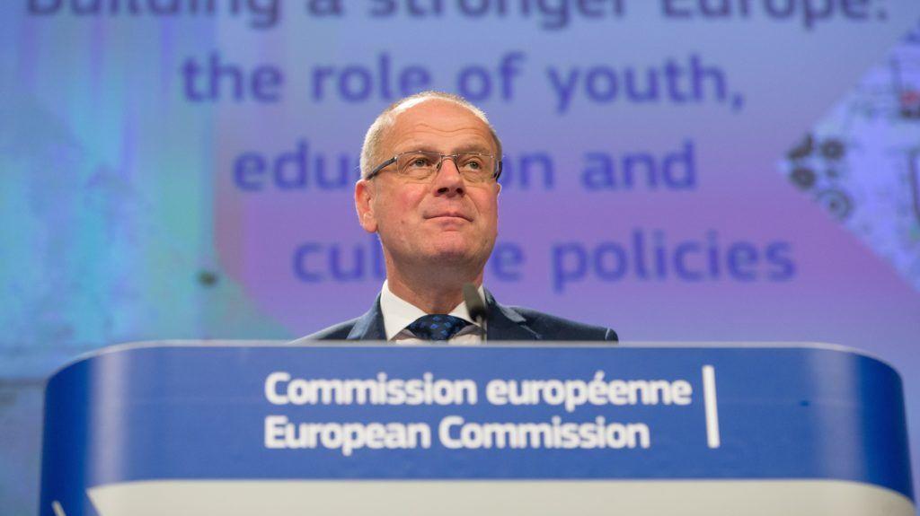 Brüsszel, 2018. május 22. Navracsics Tibor, az Európai Bizottság kulturális, oktatási, ifjúságpolitikai és sportügyekért felelõs tagja sajtótájékoztatót tart a bizottság brüsszeli székházában 2018. május 22-én. (MTI/EPA/Stephanie Lecocq)