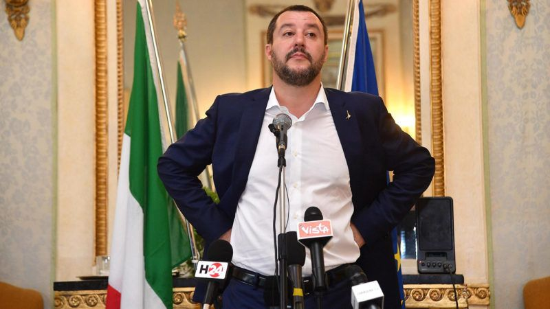 Genova, 2018. június 15.Matteo Salvini olasz belügyminiszter sajtóértekezlete Genovában 2018. június 15-én. Salvini az olasz és a francia kormány között az illegális bevándorlók ügyében kialakult vitáról beszélt. (MTI/EPA/Luca Zennaro)