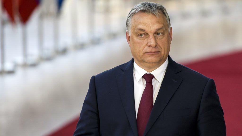 Brüsszel, 2018. június 28. Orbán Viktor miniszterelnök érkezik az Európai Unió brüsszeli csúcstalálkozójára 2018. június 28-án. (MTI/EPA/Nicolas Lambert)