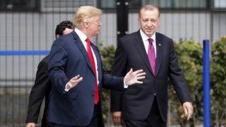 Brüsszel, 2018. július 11. Donald Trump amerikai elnök (b) és Recep Tayyip Erdogan török elnök a NATO kétnapos brüsszeli csúcsértekezletének elsõ napján, 2018. július 11-én. (MTI/EPA/Ian Langsdon)