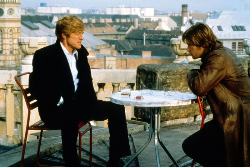 spy game 2001 réal  Tony Scott Robert Redford Brad Pitt. Collection Christophel © Universal Pictures / Beacon Communnications