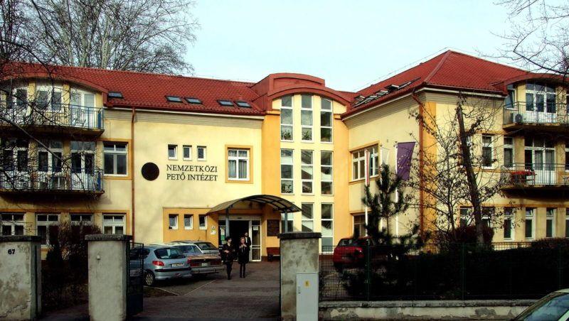 Budapest, 2016. február 2. A Nemzetközi Petõ Intézet, Általános Iskola és Kollégium épülete a fõváros XI. kerületében, a Villányi úton. MTVA/Bizományosi: Jászai Csaba  *************************** Kedves Felhasználó! Ez a fotó nem a Duna Médiaszolgáltató Zrt./MTI által készített és kiadott fényképfelvétel, így harmadik személy által támasztott bárminemû – különösen szerzõi jogi, szomszédos jogi és személyiségi jogi – igényért a fotó készítõje közvetlenül maga áll helyt, az MTVA felelõssége e körben kizárt.