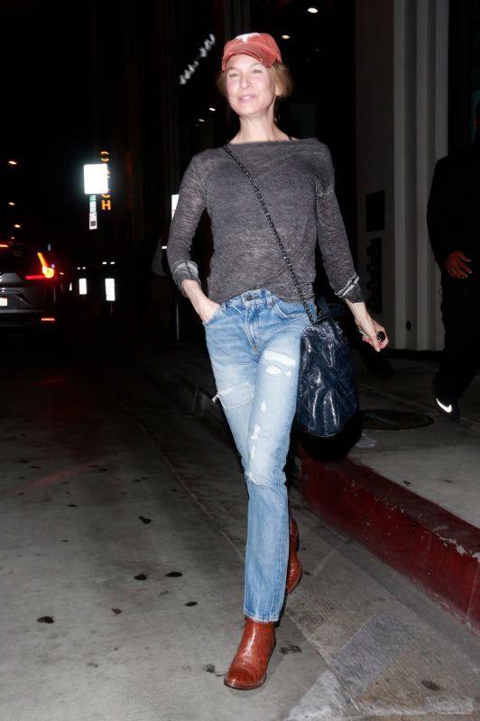 Actress Renee Zellweger is seen leaving 'Catch' restaurant in LA after having dinner with girlfriends. 18 Aug 2018 Pictured: Renee Zellweger. Photo credit: Lies Angeles / MEGA  TheMegaAgency.com +1 888 505 6342 August  , 2018 *** Local Caption *** MEGA264108_005