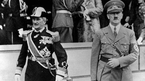 Visite du régent hongrois Horthy (1868-1957) ŕ Hitler (1889-1945), homme d'Etat allemand, ŕ l'Ecole supérieure technique de Berlin (Allemagne). 23 aoűt 1938.     RV-363974