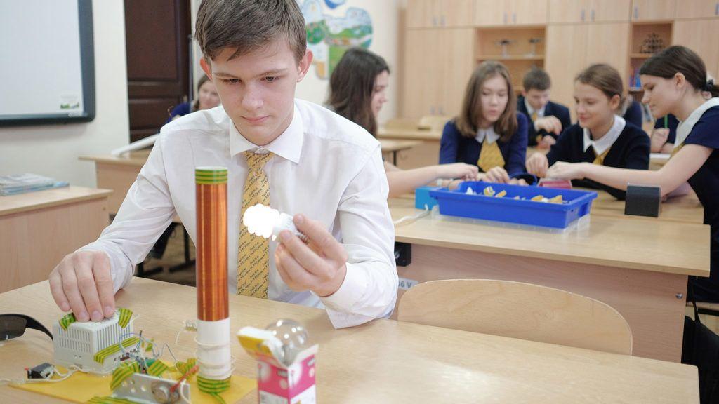 3029348 02/15/2017 A student at vocational school No 48 during a physics class, Krasnodar. Nikolay Hiznyak/Sputnik
