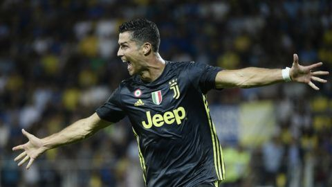 Juventus' Portuguese forward Cristiano Ronaldo celebrates after scoring during the Italian Serie A football match between Frosinone and Juventus Turin on September 23, 2018 at the Benito-Stirpe Stadium in Frosinone. / AFP PHOTO / Filippo MONTEFORTE