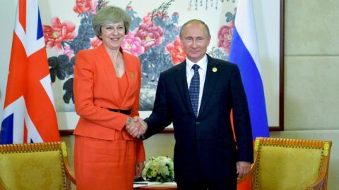 Russian President Vladimir Putin (R) meets with Britain's Prime Minister Theresa May on the sidelines of the G20 Leaders Summit in Hangzhou on September 4, 2016. / AFP PHOTO / SPUTNIK / ALEXEI DRUZHININ