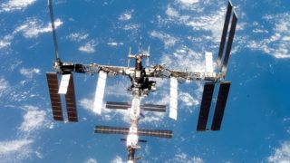 80819087. México, 19 Ago 2018 (Notimex-Archivo).- A bordo de la nave Soyuz, llegaron los primeros tripulantes a la Estación Espacial Internacional, la estructura más grande suspendida en el espacio producto de la cooperación entre las agencias de Rusia, Estados Unidos, Europa, Japón y Canadá. NOTIMEX/FOTO/ARCHIVO/STAFF/POL/50A