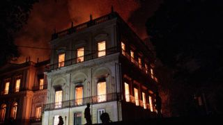 RJ - Rio de Janeiro - 09/02/2018 - Fire in the National Museum - A fire of great proportions reaches the National Museum, located in Quinta da Boa Vista, in the north of the city. The Museum has completed 200 years in this year of 2018 and has in its deer more than 20 million pieces. The institution was created by Dom Joao VI, in June 1818. Photo: Francisco Proner Ramos / AGIF