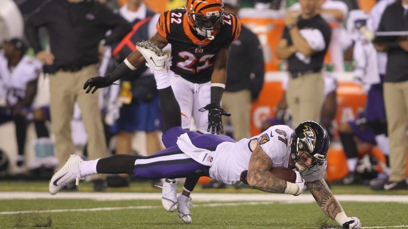 CINCINNATI, OH - SEPTEMBER 13: Maxx Williams #87 of the Baltimore Ravens runs the football upfield against William Jackson #22 of the Cincinnati Bengals during their game at Paul Brown Stadium on September 13, 2018 in Cincinnati, Ohio. The Bengals defeated the Ravens 34-23.   John Grieshop/Getty Images/AFP