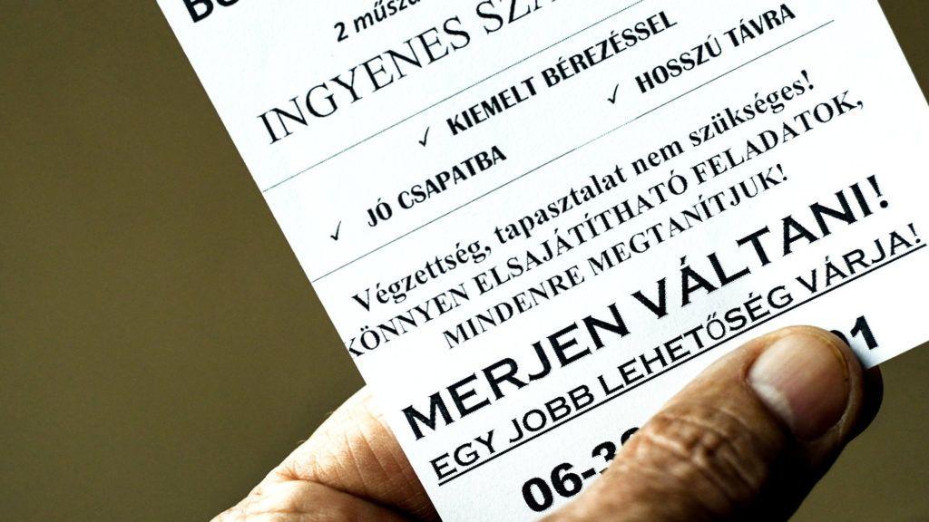 Debrecen, 2018. július 23. Egyre gyakrabban kerülnek munkaerõ toborzó szórólapok a debreceni postaládákba. A szövegben béremelést, kedvezményeket ajánlanak a közvetítõ elérhetõségét is megadva. MTVA/Bizományosi: Oláh Tibor  *************************** Kedves Felhasználó! Ez a fotó nem a Duna Médiaszolgáltató Zrt./MTI által készített és kiadott fényképfelvétel, így harmadik személy által támasztott bárminemû – különösen szerzõi jogi, szomszédos jogi és személyiségi jogi – igényért a fotó készítõje közvetlenül maga áll helyt, az MTVA felelõssége e körben kizárt.