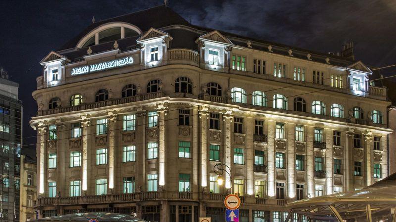Budapest, 2015. november 24.Az AEGON Magyarország Általános Biztosító Zrt. műemlék székházának Kálvin téri és Ráday utcai homlokzata esti kivilágításban, a főváros V. és  IX. kerületének határán.MTVA/Bizományosi: Róka László ***************************Kedves Felhasználó!Ez a fotó nem a Duna Médiaszolgáltató Zrt./MTI által készített és kiadott fényképfelvétel, így harmadik személy által támasztott bárminemű – különösen szerzői jogi, szomszédos jogi és személyiségi jogi – igényért a fotó készítője közvetlenül maga áll helyt, az MTVA felelőssége e körben kizárt.