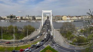 Budapest, 2018. április 11. Panorámakép a Gellérthegyrõl, középen az Erzsébet híddal. MTVA/Bizományosi: Róka László  *************************** Kedves Felhasználó! Ez a fotó nem a Duna Médiaszolgáltató Zrt./MTI által készített és kiadott fényképfelvétel, így harmadik személy által támasztott bárminemû – különösen szerzõi jogi, szomszédos jogi és személyiségi jogi – igényért a fotó készítõje közvetlenül maga áll helyt, az MTVA felelõssége e körben kizárt.
