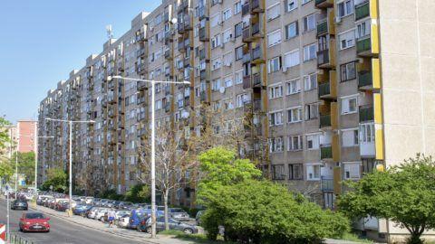 Budapest, 2018. április 22. A Kõbánya Újhegyi lakótelep leghosszab lakóháza a Harmat utca 172-186. MTVA/Bizományosi: Róka László  *************************** Kedves Felhasználó! Ez a fotó nem a Duna Médiaszolgáltató Zrt./MTI által készített és kiadott fényképfelvétel, így harmadik személy által támasztott bárminemû – különösen szerzõi jogi, szomszédos jogi és személyiségi jogi – igényért a fotó készítõje közvetlenül maga áll helyt, az MTVA felelõssége e körben kizárt.