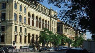 """Budapest, 2013. május 15.Az Eötvös Loránd Tudományegyetem Bölcsészettudományi Karának (ELTE BTK)  """"A"""" épülete (b) valamint főépülete (j) a főváros VIII. kerületében, a Múzeum körúton.MTVA/Bizományosi: Jászai Csaba ***************************Kedves Felhasználó!Az Ön által most kiválasztott fénykép nem képezi az MTI fotókiadásának, valamint az MTVA fotóarchívumának szerves részét. A kép tartalmáért és a szövegért a fotó készítője vállalja a felelősséget."""