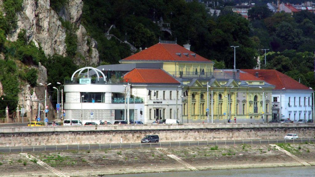 Budapest, 2018. július 3. A Rudas Gyógyfürdõ és Uszoda épületegyüttese a Duna-parton a Gellért-hegy lábánál, ahol több gyógyvízforrás táplálja a törökkori fürdõt, és a modern új medencéket.  MTVA/Bizományosi: Jászai Csaba  *************************** Kedves Felhasználó! Ez a fotó nem a Duna Médiaszolgáltató Zrt./MTI által készített és kiadott fényképfelvétel, így harmadik személy által támasztott bárminemû – különösen szerzõi jogi, szomszédos jogi és személyiségi jogi – igényért a fotó készítõje közvetlenül maga áll helyt, az MTVA felelõssége e körben kizárt.