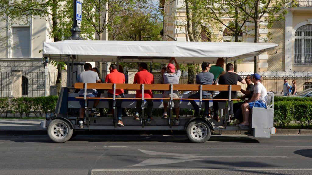 Idegenforgalom - Budapest - Sörbicikli az Andrássy úton