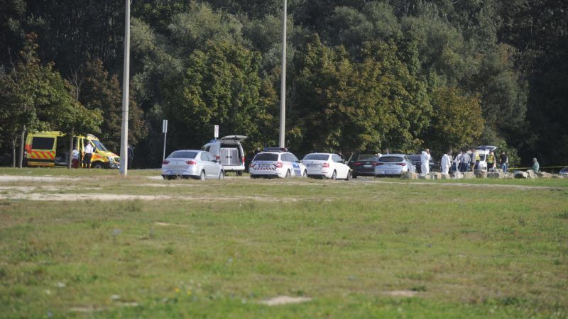 Budapest, 2018. szeptember 20. Rendõrök és bûnügyi helyszínelõk dolgoznak a fõváros XV. kerületében, a Szilas-pataknál, ahol egy 49 éves férfi holttestét találták meg 2018. szeptember 20-án reggel. A férfi feltehetõen gyilkosság áldozata lett. MTI Fotó: Mihádák Zoltán