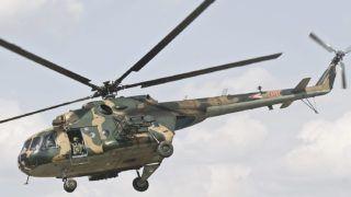 Kecskemét, 2012. április 5.Mi-17 (elöl) és Mi-24-es harci helikopter harcászati bemutatója a Kecskeméti Légibázison, az Országgyűlés honvédelmi és rendészeti bizottságának kihelyezett ülését követően.MTI Fotó: Ujvári Sándor