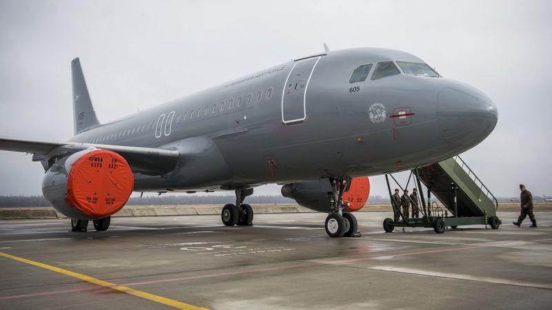 Kecskemét, 2018. február 2.A Magyar Honvédség Csehországból érkezett és a sajtóbemutatóra kiállított két darab, többcélú, használt Airbus A319-es csapatszállító katonai repülőgépeinek egyike Kecskeméten az MH 59. Szentgyörgyi Dezső Repülőbázison 2018. február 2-án. A gépek a honvédség hadrendjében teljesítenek majd szolgálatot. Az első katonai Airbus A319-es január 31-én érkezett meg a kecskeméti repülőtérre.MTI Fotó: Ujvári Sándor