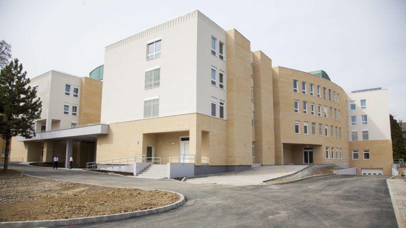 Kaposvár, 2014. március 31. A Somogy Megyei Kaposi Mór Oktató Kórház új, az uniós támogatású komplex tömbfejlesztési program II/A ütemében elkészült épülettömbje Kaposváron 2014. március 31-én. MTI Fotó: Varga György