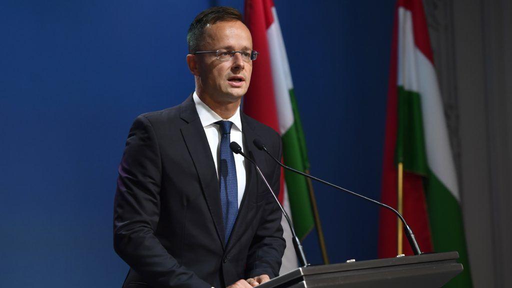 Budapest, 2018. szeptember 12. Szijjártó Péter külgazdasági és külügyminiszter sajtótájékoztatót tart a Sargentini-jelentés kapcsán a Miniszterelnöki Kabinetiroda Garibaldi utcai sajtótermében 2018. szeptember 12-én. Ezen a napon megszavazta a magyar jogállamisági helyzetrõl szóló különjelentést az Európai Parlament (EP), a plenáris ülésen 448 igen szavazattal, 197 ellenében, 48 tartózkodás mellett fogadták el a képviselõk a dokumentumot. MTI Fotó: Illyés Tibor
