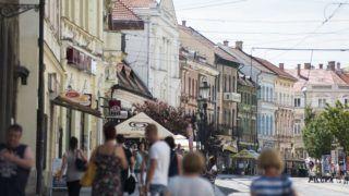 Miskolc, 2017. július 19. Gyalogosok a miskolci Széchenyi István utcában 2017. július 19-én. MTI Fotó: Balázs Attila
