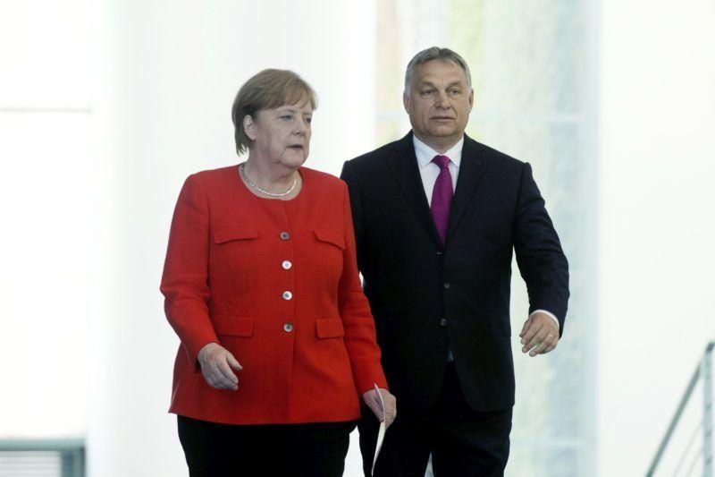 Berlin, 2018. július 5. Orbán Viktor miniszterelnök és Angela Merkel német kancellár érkezik a megbeszélésüket követõ sajtótájékoztatóra Berlinben 2018. július 5-én. MTI Fotó: Koszticsák Szilárd