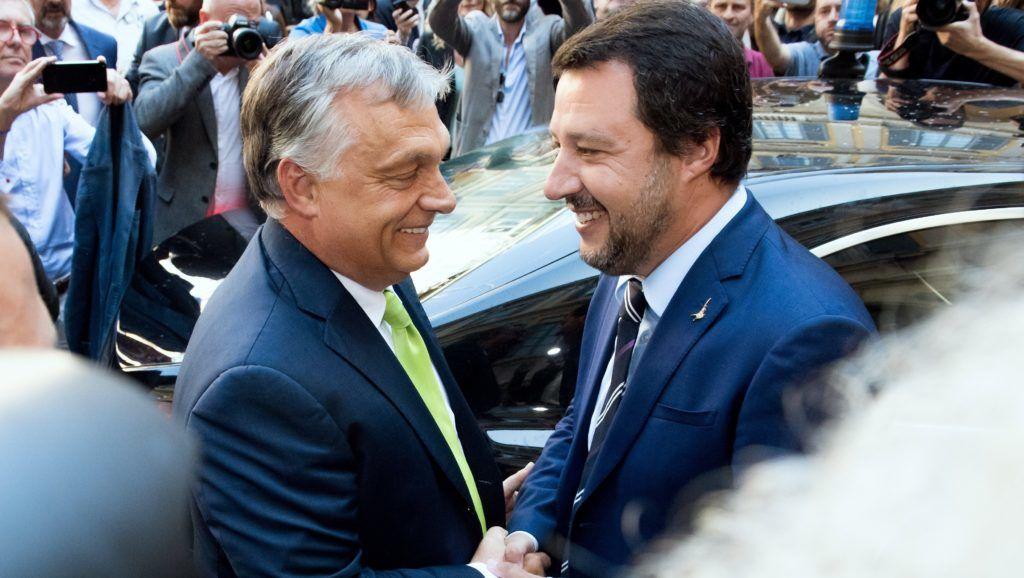 Milánó, 2018. augusztus 28. Matteo Salvini olasz belügyminiszter (j) fogadja Orbán Viktor miniszterelnököt a milánói városházán 2018. augusztus 28-án. MTI Fotó: Koszticsák Szilárd