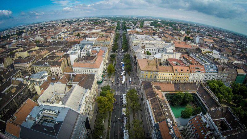 Budapest, 2015. szeptember 20. A drónnal készült felvételen az autómentes nap helyszíne, a budapesti Andrássy út látható 2015. szeptember 20-án.MTI Fotó: Ruzsa István