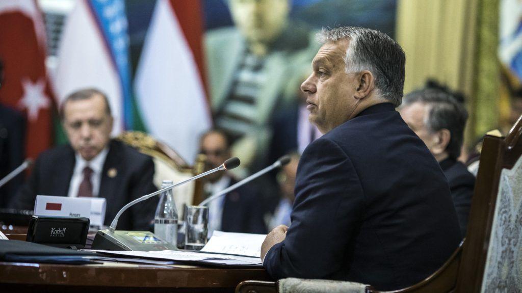 Csolpon-Ata, 2018. szeptember 3. A Miniszterelnöki Sajtóiroda által közreadott képen Orbán Viktor miniszterelnök felszólal a türk nyelvû államok együttmûködési tanácsának VI. ülésén a kirgizisztáni Csolpon-Atában 2018. szeptember 3-án. MTI Fotó: Miniszterelnöki Sajtóiroda / Szecsõdi Balázs