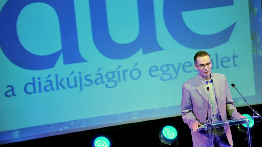 Budapest, 2011. május 6. Kecskés István, a Diákújságíró Egyesület (DUE) elnöke beszél a DUE által rendezett 18. Országos Ifjúsági Sajtófesztiválon, a Millenáris parkban.  MTI Fotó: Máthé Zoltán