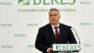 Szolnok, 2018. szeptember 25. Orbán Viktor miniszterelnök beszédet mond a Béres Gyógyszergyár Zrt. szolnoki gyára új laborépületének avatásán 2018. szeptember 25-én. MTI Fotó: Máthé Zoltán