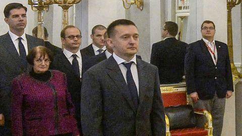 Budapest, 2015. október 19.Áder János köztársasági elnök (j) október 17-i hatállyal a Miniszterelnöki Kabinetirodát vezető miniszterré nevezi ki Rogán Antalt a Sándor-palota Tükörtermében 2015. október 19-én. Középen Orbán Viktor miniszterelnök, Haszonicsné Ádám Mária, a Köztársasági Elnöki Hivatal (KEH) főigazgatója, Altorjai Anita, a KEH Sajtóigazgatóságának igazgatója, Gróh Gáspár, a KEH Társadalmi Kapcsolatok Igazgatóságának vezetője és Szadai Károly, a KEH főtanácsosa (j-b).MTI Fotó: Bruzák Noémi