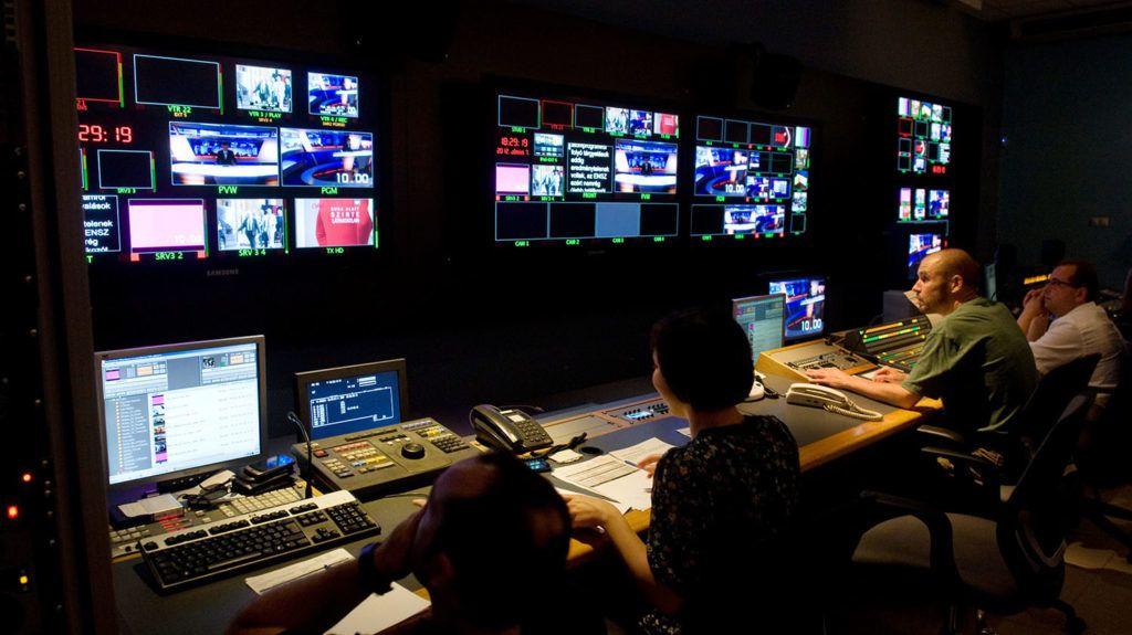 Budapest, 2012. június 7.Az ATV televízió vezérlője. Az 1990 óta, korábban Magyar ATV néven működő hír- és közéleti televízió-csatorna az első magyar magántulajdonú televíziós társaság.MTI Fotó: Kollányi Péter
