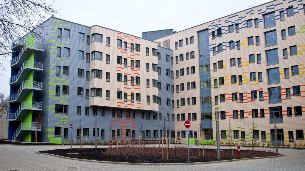 Gyõr, 2013. február 28. A gyõri Petz Aladár Megyei Oktató Kórház újonnan épült épületszárnyának részlete 2013. február 28-án. A 11 milliárd forint értékû fejlesztés uniós és hazai forrásból valósult meg. MTI Fotó: Krizsán Csaba
